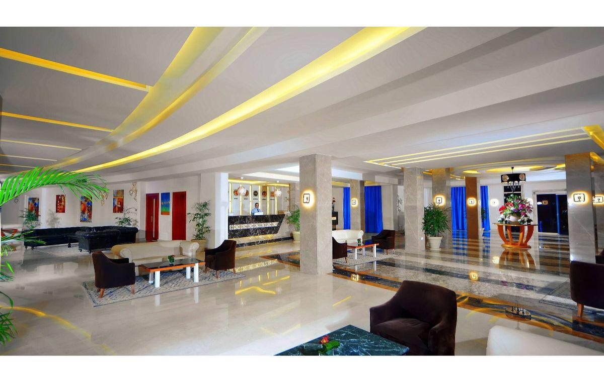 Hotel Aqua Blue Resort